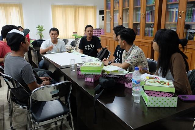 Ribuan Poster Even Budaya Semarang-suasana FGD komunitas seni di Semarang