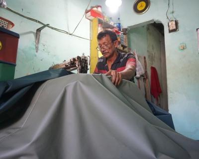 Sireng, Sang Pengrajin Terpal dari Kampung Malang
