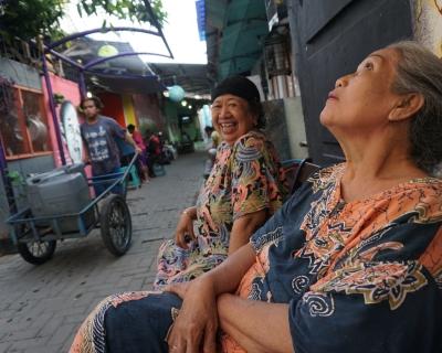 Kisah Sore dengan Para Nenek di Bustaman